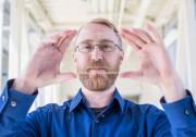 窗户也能吸收太阳能:科学家成功研发全透明太阳能材料
